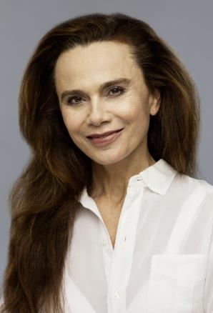 Hollywoodskådisen Lena Olin, tillsammans med modellen Elsa Sylvan och Christer Lindarw är ambassadörer för Akademiklinikens hudvård.