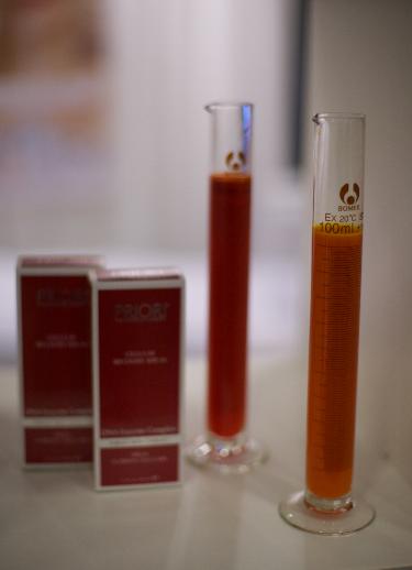 Idebenon tillhör kategorin superceuticals som är speciellt aktivt i sin förmåga att hjälpa huden menar Lewis