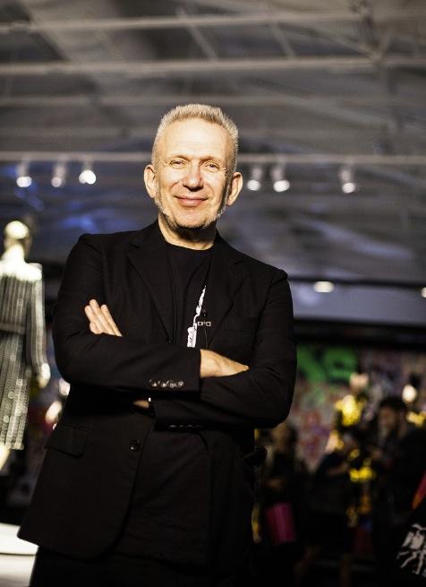 Jean Paul Gaultier är en cool kille som gillar att experimentera med sexualitet och kulturer.