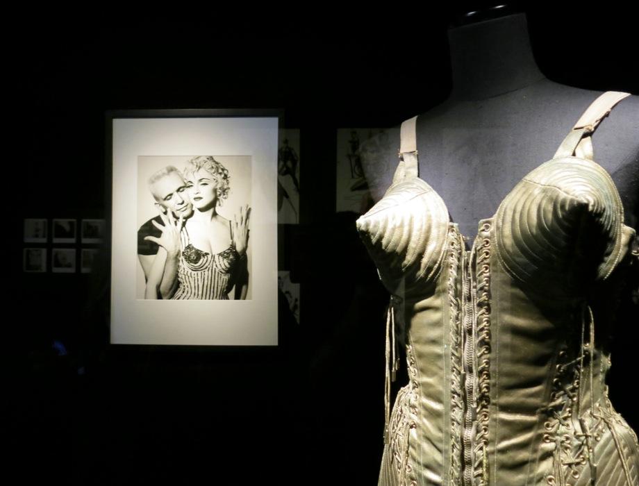 Madonnas strutklänning från 1990.