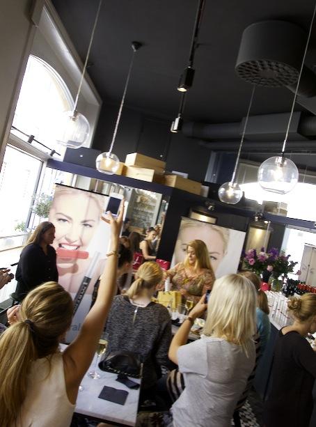 Pressvisning av Pür Minerals nyheter på Cultur Bar i Gamla Stan, Stokholm