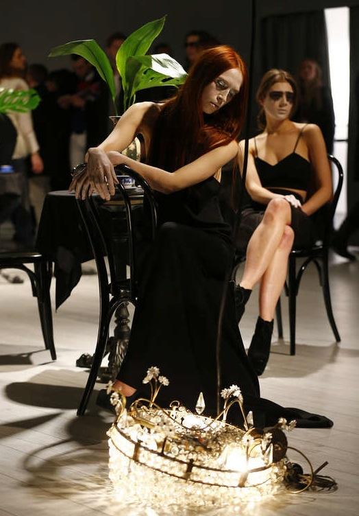 Dekadens på Augustin Tebouls visning under Berlins Fashion week. Foto: Getty Image