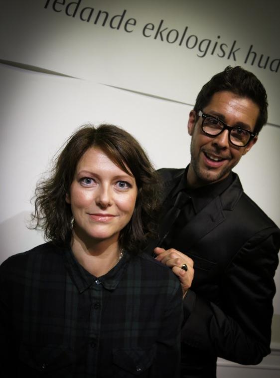 """Dr Hauschkas chefsmakeuputvecklare Karim Sattar  visade vårens look """"Chorus"""" på Hannah Sjöström som driver bloggen Naturligt Snygg"""