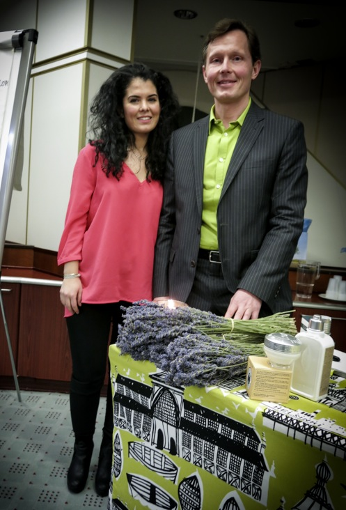 Efsane Uyar, PR-ansvarig och VD, Johan Nilsson. Presenterade vårens nyheter från  L'Occitane en Provence