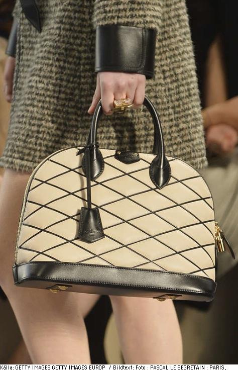 En snygg väska hjälper till att förflytta blicken från en utväxt! Fotocredd Getty Images