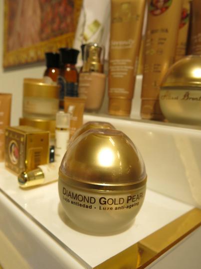 spanska ekolyxmärket Alissi Brontés satsar på diamanter, guld och kaviar i sina ingredienser.