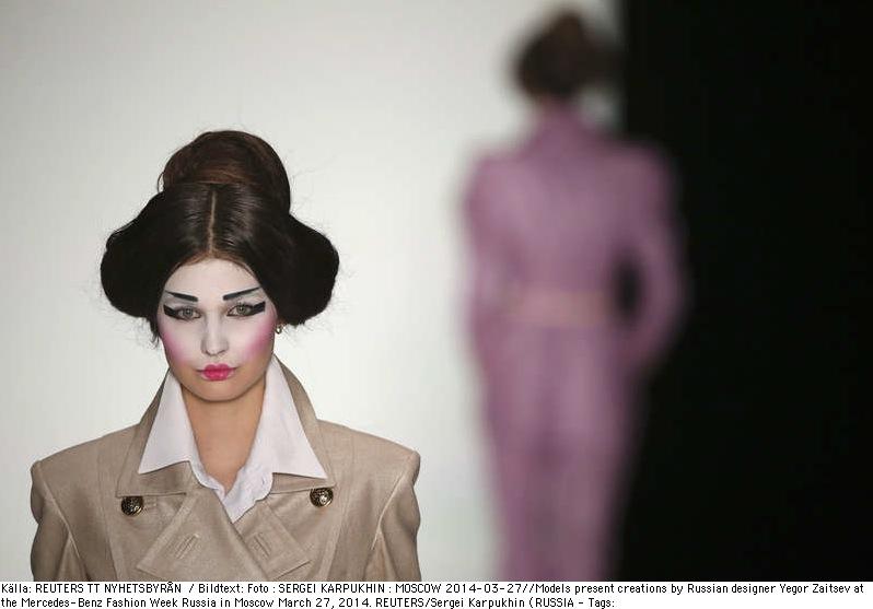 Ryske designern Vegor Zaitsev lät moderna geishor visa hans kläder på Ryska modeveckan i Moskva