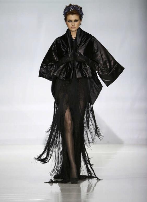Mercedes Benz FashionWeek i moskva avslutade med en desgnstudentvisning även den med klara japaninfluenser. Foto: Reuters