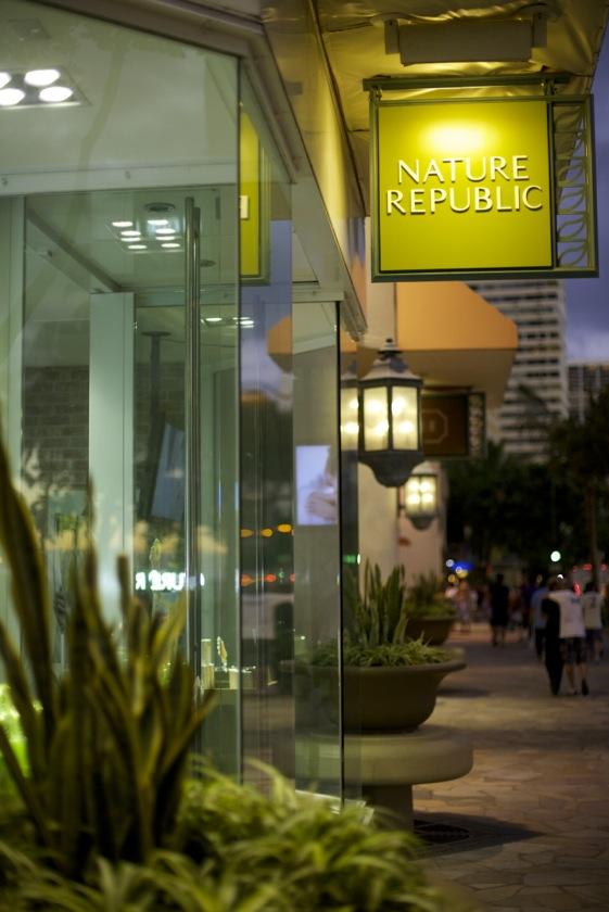 Koreanska Nature Republics skönhetsbutik  i Waikiki Hawaii