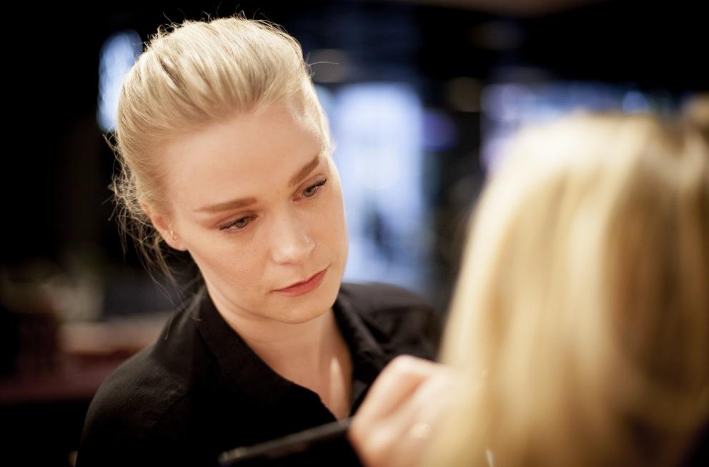 Duktiga Veronica Lindqvist har tagit fram tre looker för Apoliva som kvällems gäster fick testa