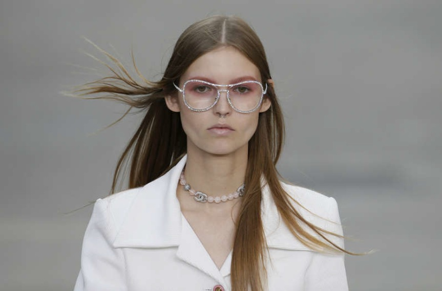 Rosa Bandeumejk hos Chanel. Foto: Reuter