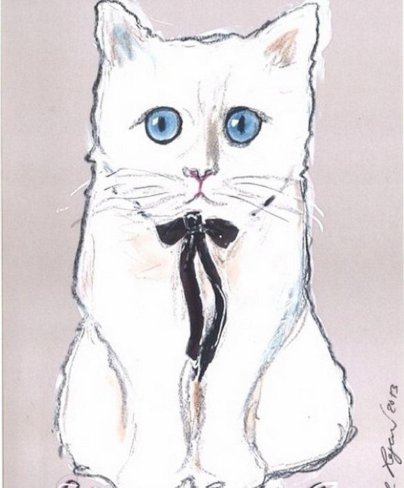 Karl Lagerfeld har själv ritat tecknat Chupette som finns på förpackningarna
