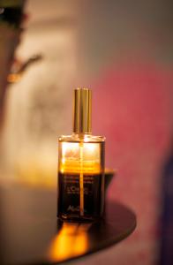 Melvitas bäst säljande produkt är på väg in i Sverige. Parfymen D'Or Bios. Som ljuv musik