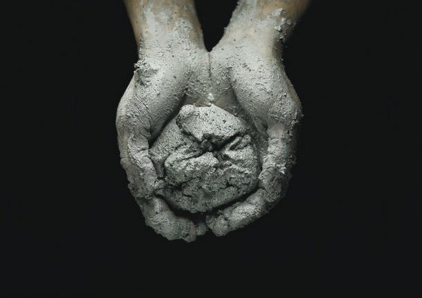 """""""Earth Matters"""" är en utställning på Artipelags Konsthall som handlar om hur vi överkonsumerar vår jords resurser. Kurerad av trendanalytikern Li Edelkoort från Amsterdam och Filip Fimmano. Pågår till den 5 maj 2015"""