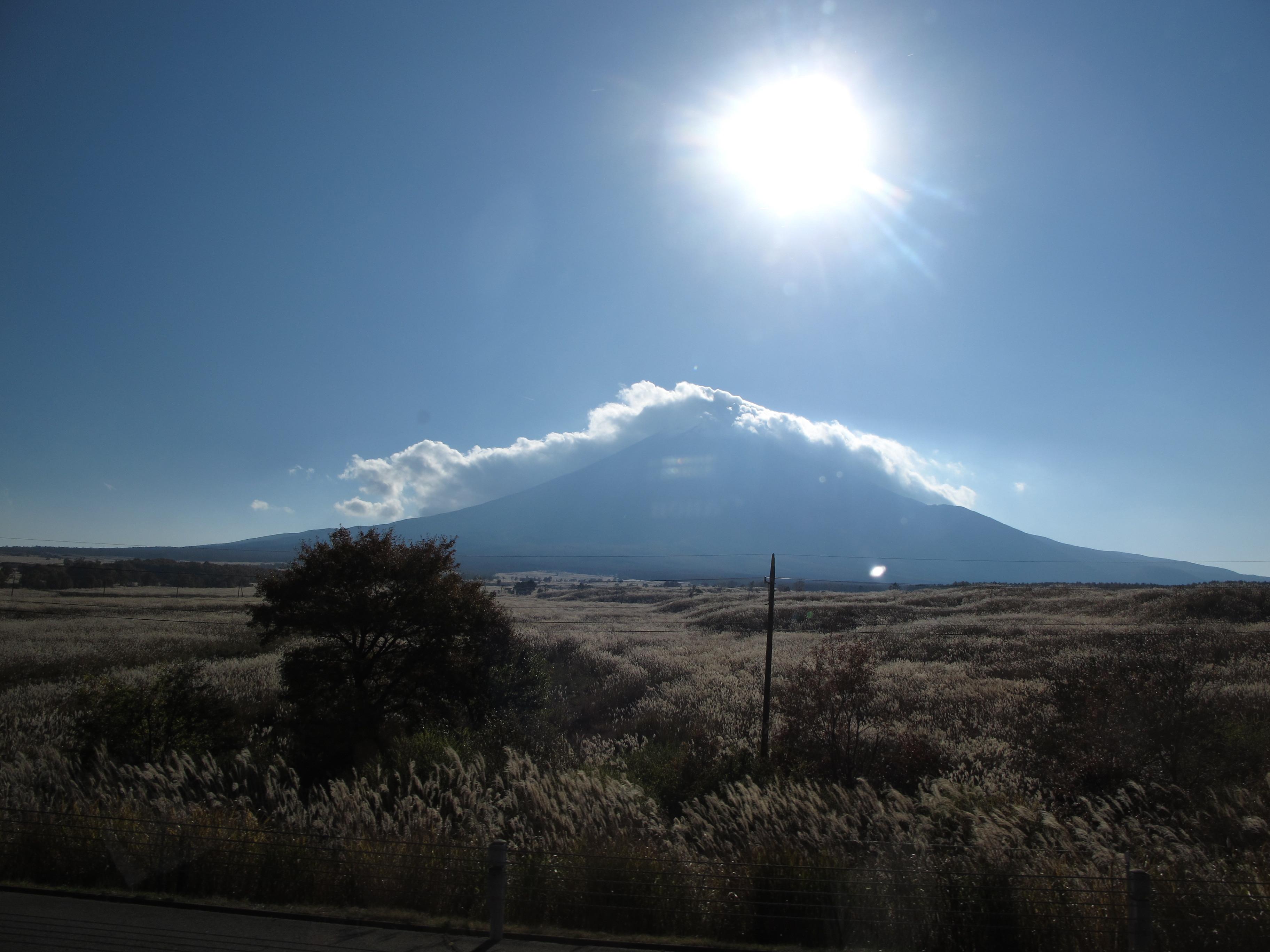 Vulkanberget Fuji är ofta omslutet av skira moln. Foto: Agneta Elmegård
