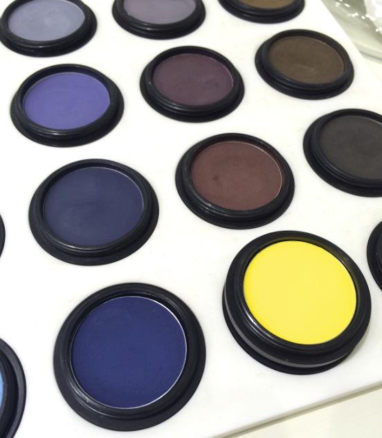 Mustiga färger tagna från färgstarka minnen från Indien