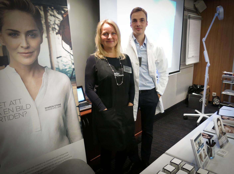 Cecilia Haldorsen och läkaren Christoph Martchin från Galderma.