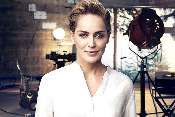 Sharon STone hävdar att hon inte använder fillers. Varför gör hon då reklam för ett fillersföretag?