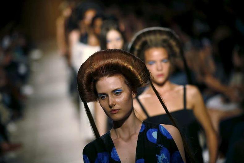 På Ukrainas modevecka i Kiev för två veckor sedan såg det star Wars inspirerade frisyrer. Foto: Reuter