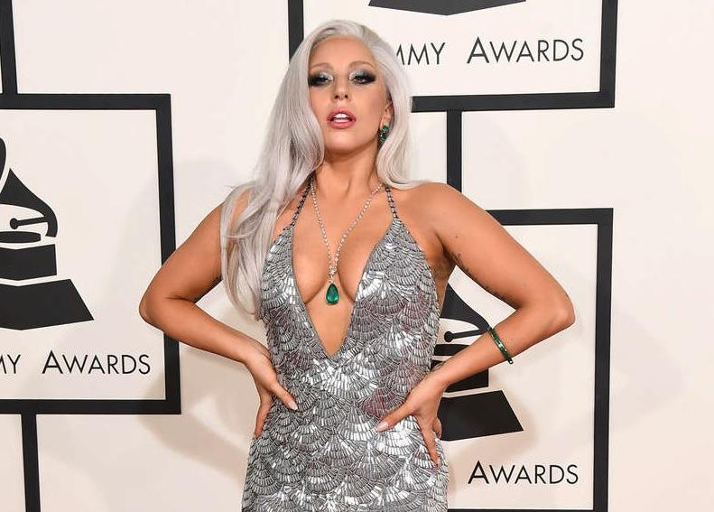 Lady Gaga på årets Grammygala i Los Angeles. Håret glittrade i kapp med klänningen