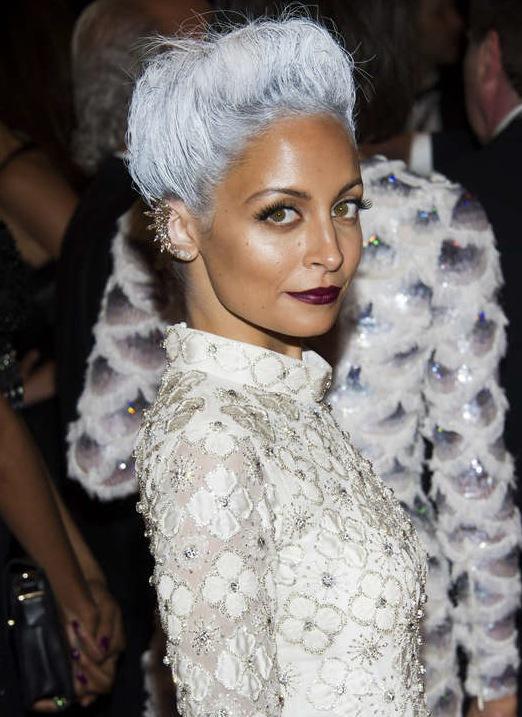 "Nicole Richie dök upp i grått punkhår till ""The Metropolitan Museum of Art's Costume Institute""s visning tidigare i år. Foto: AP/TT"