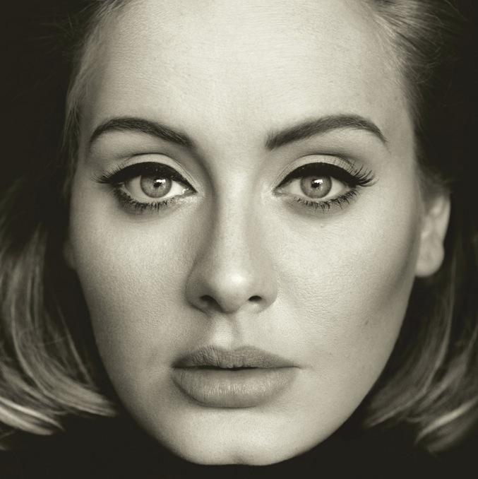 """Adeles perfekta eyliner. Bild från Adeles hemsida och hennes nya album """"25""""."""