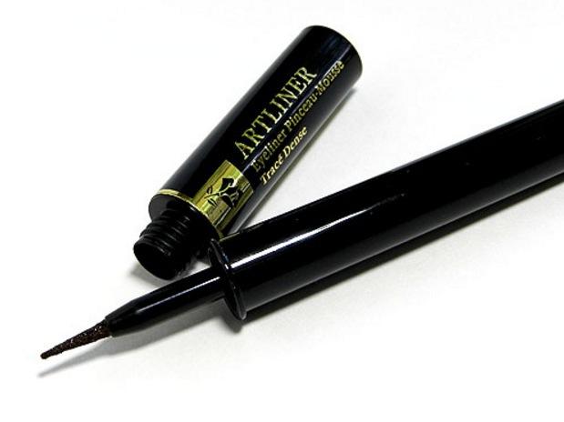 Lancôme's liquid eyeliner, Artliner har en bra tip som följer franslinjen perfekt