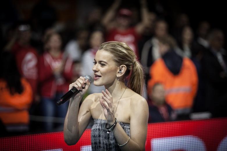 """Emmelie De Poret sjöng """"Tears på finalen av EM i volleyboll i Köpenhamn 2013 när jag var där!"""