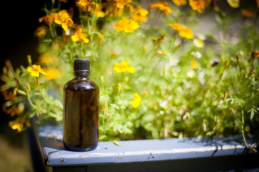 Ren macadamiaolja är mumma både för huden och håret. Den här flaska med macadamiaolja har jag fått av min vän Åsa.