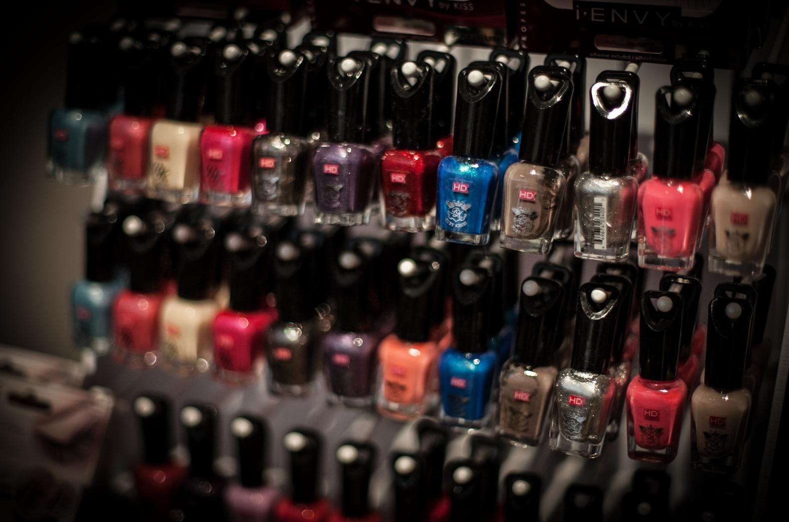Brittiska Kiss har massor med nya nyanser i sina 5-free nagellacker.