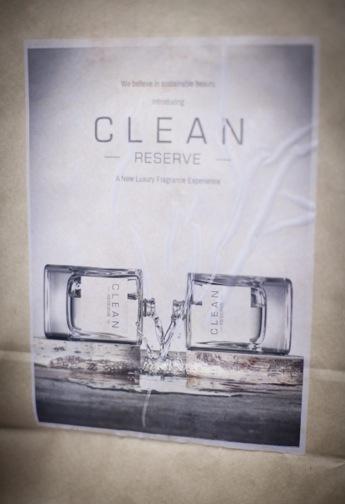 De väldigt visuella parfymerna kommer att säljas på blott 35 ställen i Sverige och utpris kommer att vara 1050 kr för 100 ml edp.