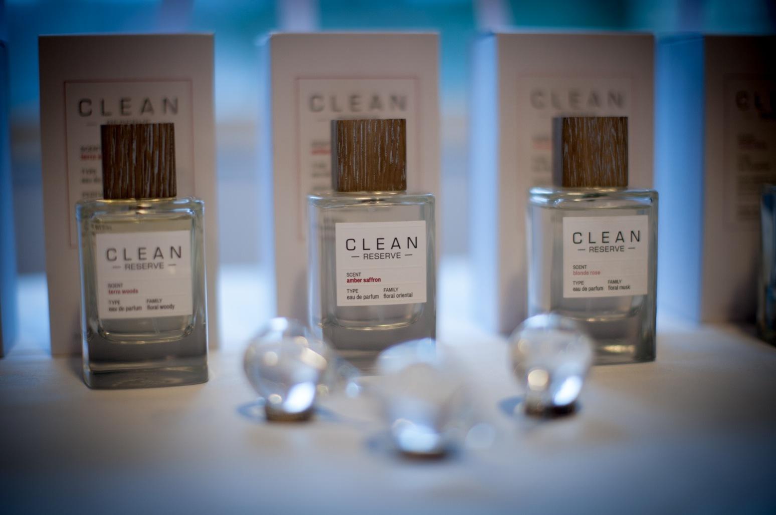 Cleans nya dofter är producerade på tre olika dofthus med krav på sig om etisk hantering av arbetskraft och råvaruinhämtning.