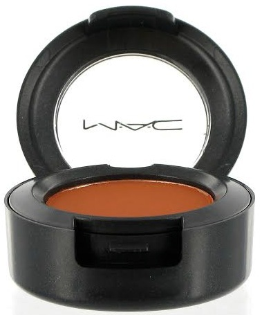 Mac cosmetics har en fin tegelröd färg som passar den här looken perfekt.