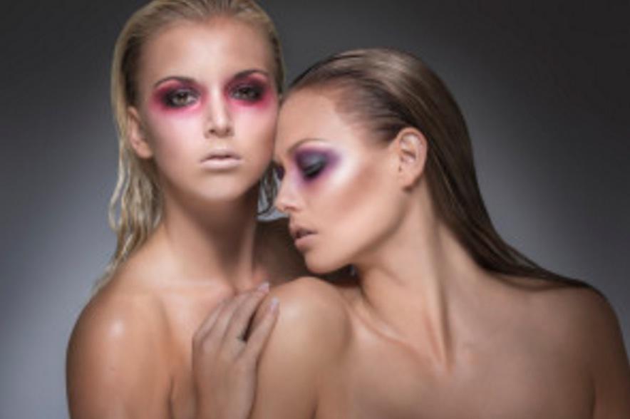 Glossofsweden har 10 anställda och driver även en makeuputbildning under namnet Glossacademy