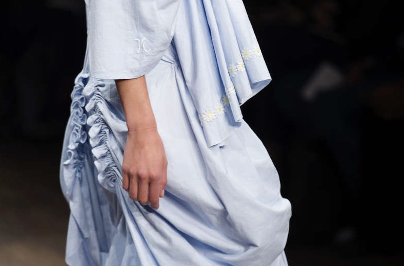 Fina detaljer på designern Amanda Gerells klädkollektion Bodylines (Dressing Nude) på Berns