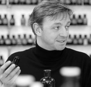 Thorsten Biehl startade sitt parfymhus 2007 och ger sina parfymörer helt fria tyglar att utveckla olika konceptuella parfymer.
