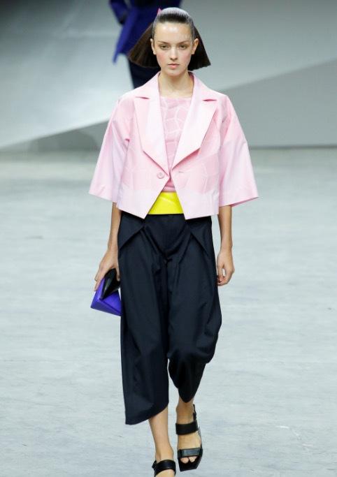 Från Issey Miyake -visningen i Paris som Helen gjorde. Foto från Vogue