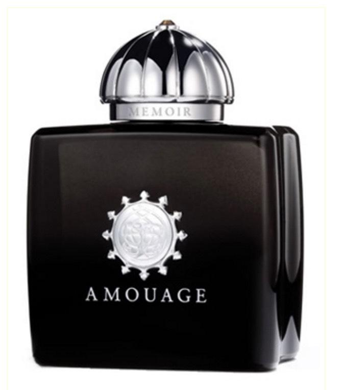 Amouages Memoir Woman är en doft ur Chyprefamiljen med innehåll från styrax, mossa, labdanum, mandarin, kardemumma och klöver.