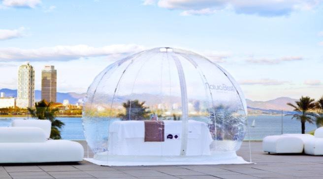 Natura Bissés syrgasbubbla finns i transparent hölje också. Just nu går alla tälten varma i Hollywood . Var så säker!