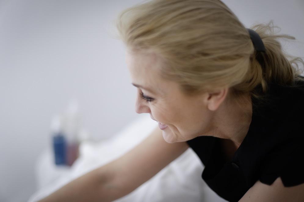 Johanna Lind bäddar ner mig i syretältet innan hon börjar sin celebrity treat