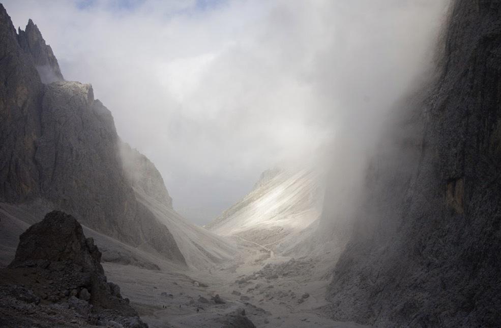 I höstas var jag i Dolomiterna (Ortisei) och vandrade. Här är jag uppe på 3000 meters höjd och det är svinkallt.