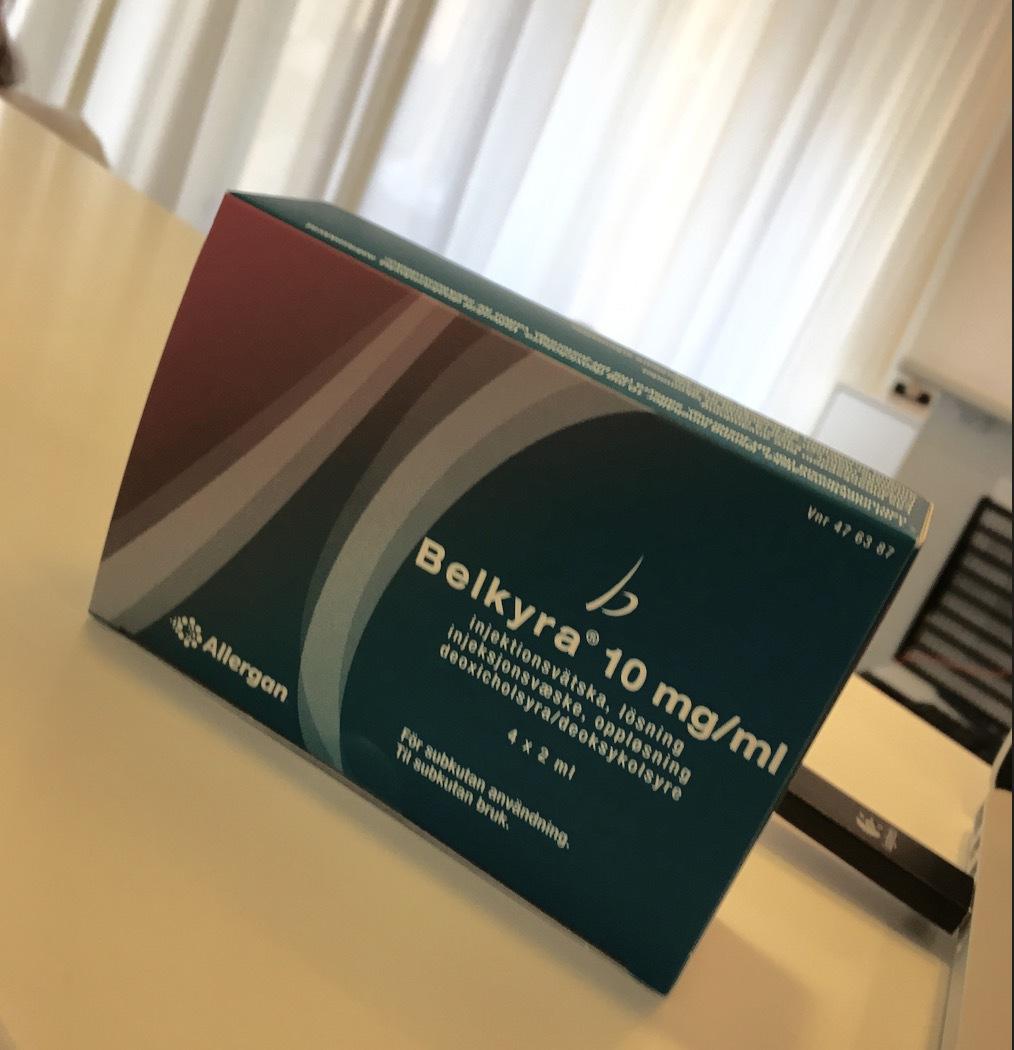 Belkyra tillverkas av Allergan och är det första godkända läkemedlet för behandling av dubbelhaka