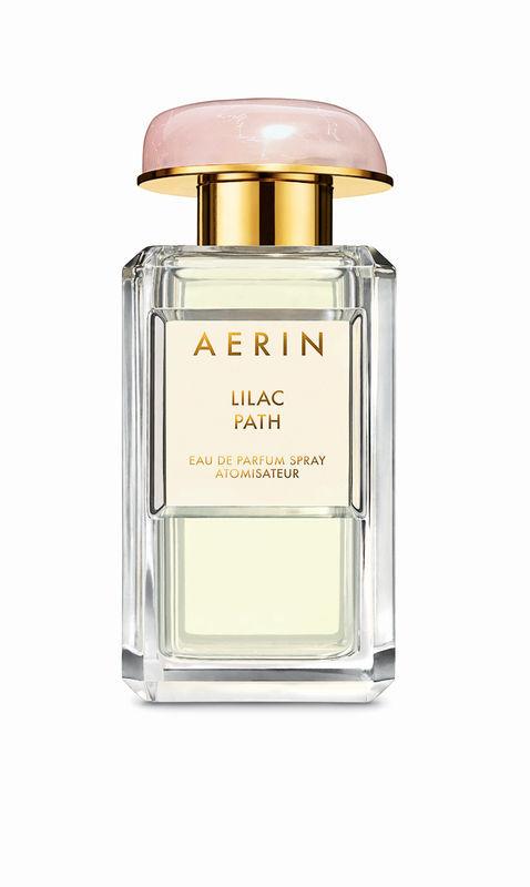 MIn favorit bland Aerins Lauders parfymer. Lilac Path som kom 2013. Galbanum, syren, angelica och kaprifol. Från och med idag finns de på Åhlens