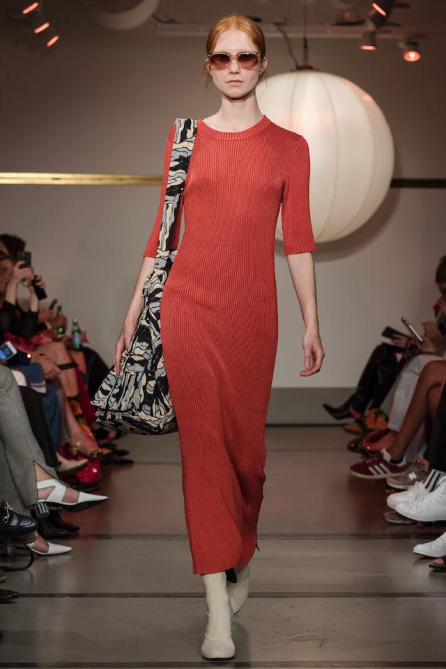9cee5be1c26c Rodebjer hade en vacker lång klänning i sin vårkollektion i mer dov röd färg