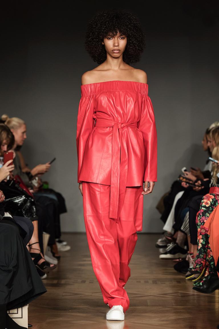 Stand får avsluta den här visningen för i dag från Fashion Week Stockholm SS18