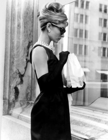 """Audrey Hepburn i Givenchy från filmen """"Frukost på Tiffanys""""."""