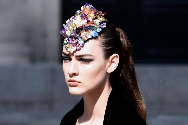 Chanel visade upp strama frisyrer och små hattar i sin nya look inför nästa säsong