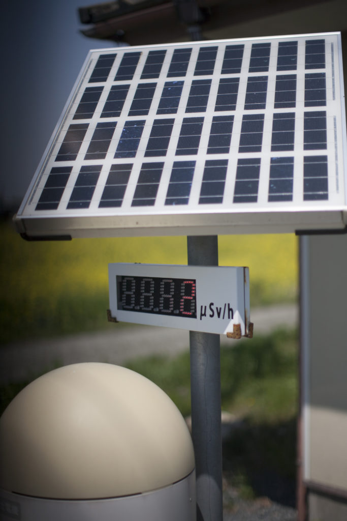 Mätstationer håller koll på cesiumhalten i luften.