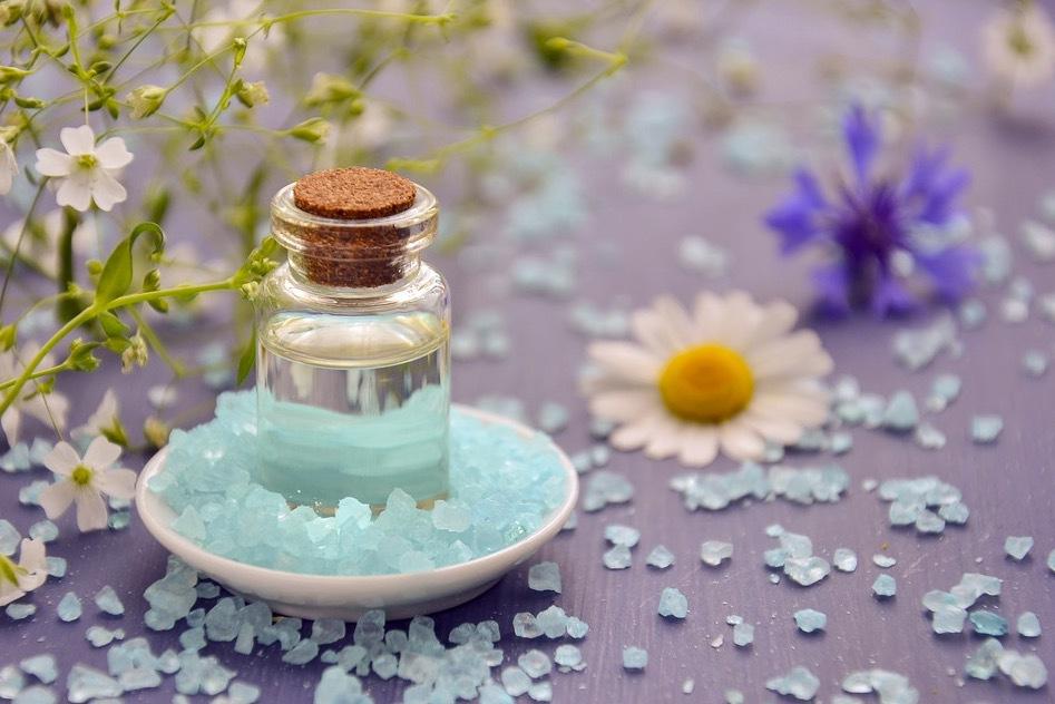 Salt- och sockerkristaller är utmärkta alternativ till peelande material för huden- Bild: Pixabay