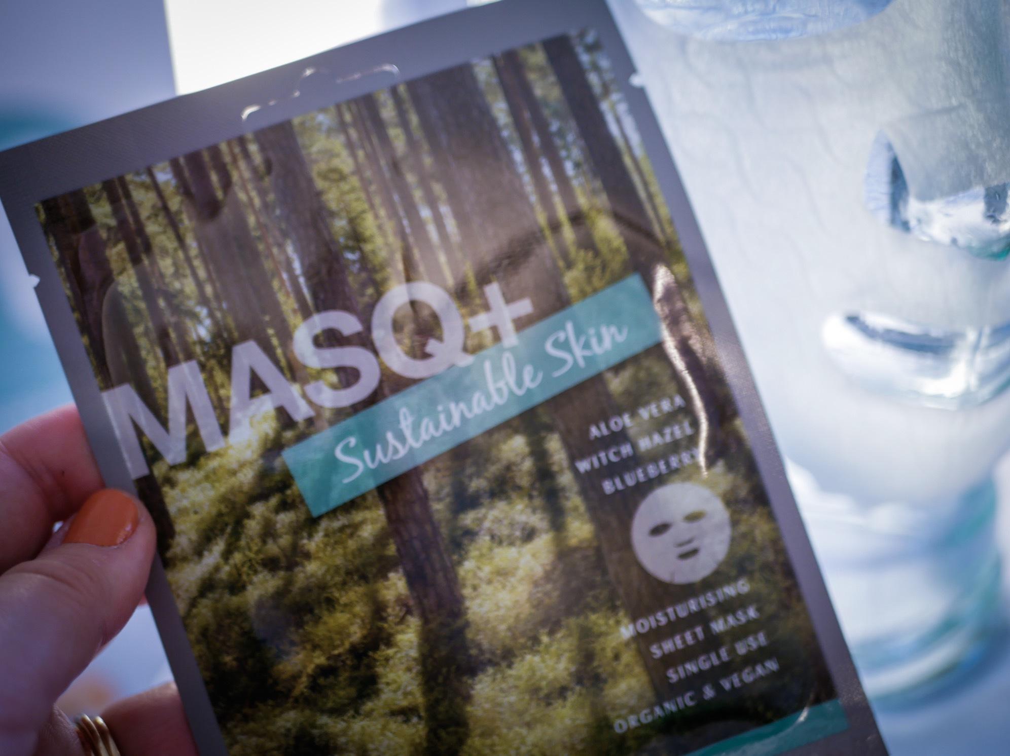 Masq+ Har släppt en ny mask där de har tänkt till i processen med framtagningen för att påverka miljön så lite som möjligt. Arket är gjort av nerbrytbart cellulosa och den är vegansk,